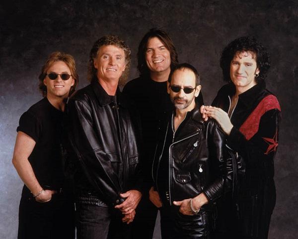 黒い衣装のアメリカンバンド