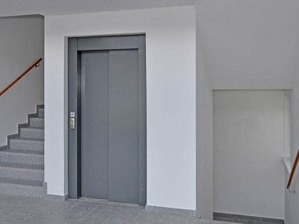 エレベターと階段