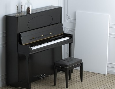 黒いアップライトピアノ