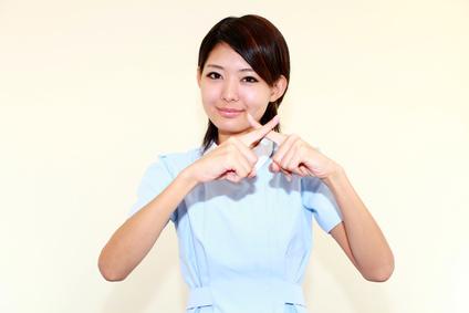 NGを出す笑顔の看護師