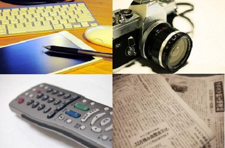 タブレットとカメラに新聞
