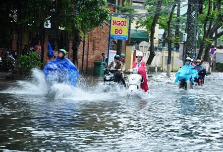 45 ベトナムでは雨が降ると洪水は珍しくない (1)