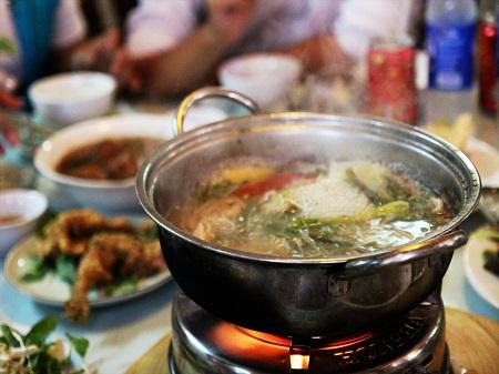 53 常夏の国でもベトナム人は鍋が好き (1)