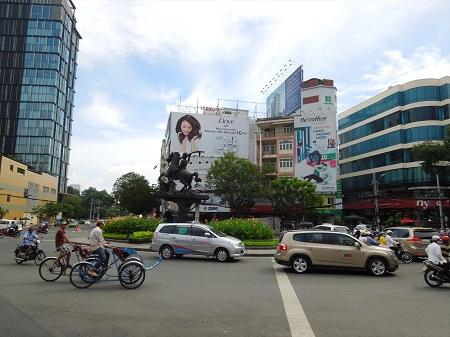 42 日本で近年話題のラウンドアバウト。ベトナムでは日常 (1)