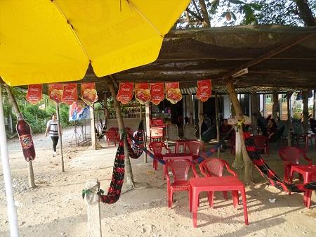 26 昼からビールを片手に酔っ払うベトナム人 (2)