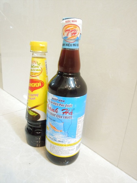 ベトナムの醤油(大・小)