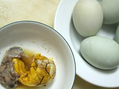 卵とアヒルの雛