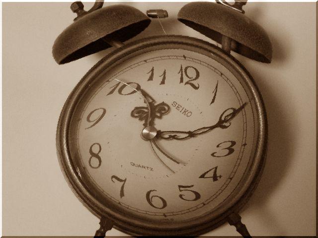 ゆがんだ目覚まし時計