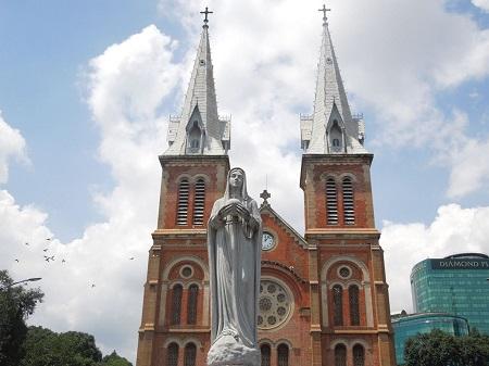 75 マリア像が涙を流す。聖母マリア教会 (1)