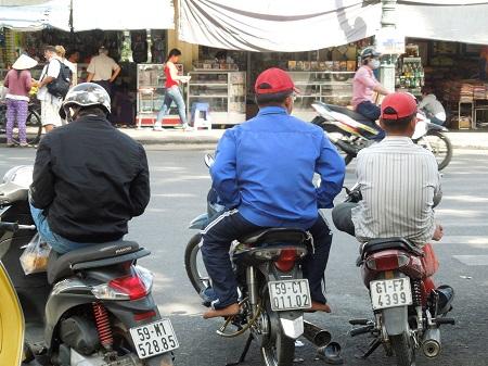 76 バイクタクシーのセーオムとは (1)