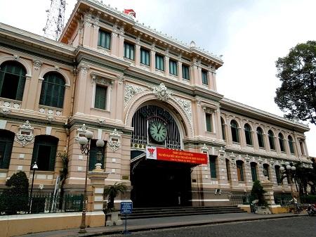 74 ベトナムの名所は西洋風の建物 (1)