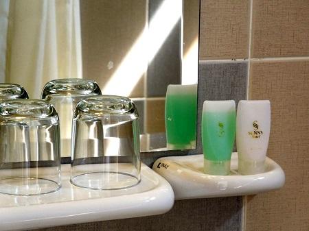 98 高級ホテルでもシャワーが冷水のときも (2)