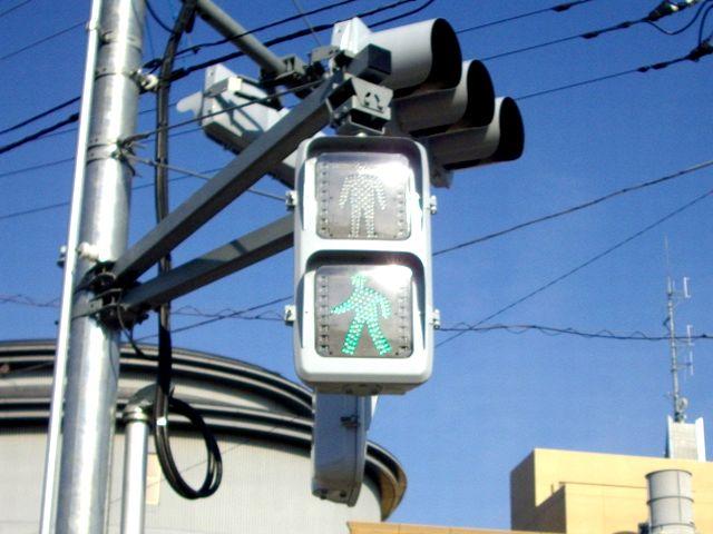 自転車の 自転車 罰則 イヤホン 片耳 : 交差点を渡るときには、歩行者 ...
