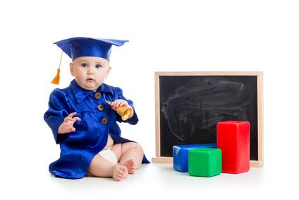 積み木で遊ぶ天才の赤ちゃん