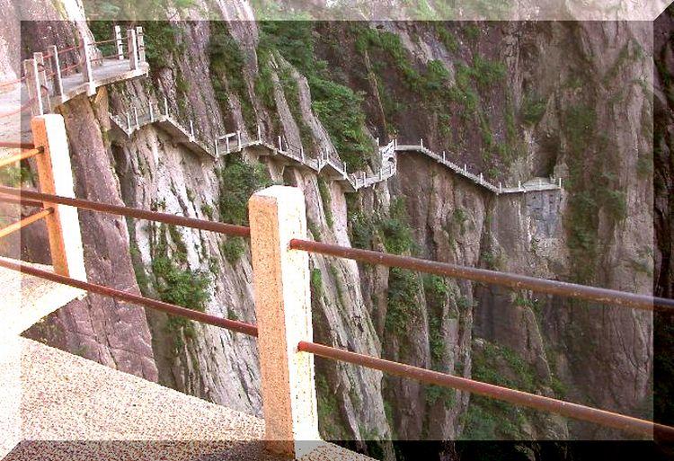 黄山の断崖絶壁