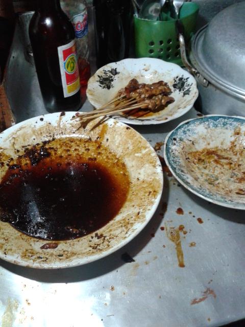 調理に使っている汚いお皿