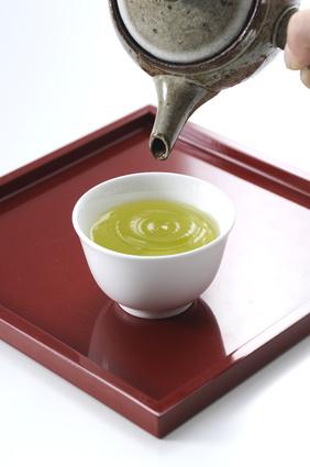 緑茶をそそぐ