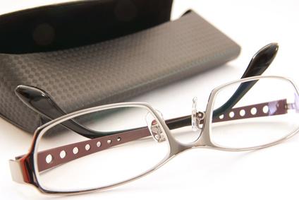 眼鏡と眼鏡ケースのアップ