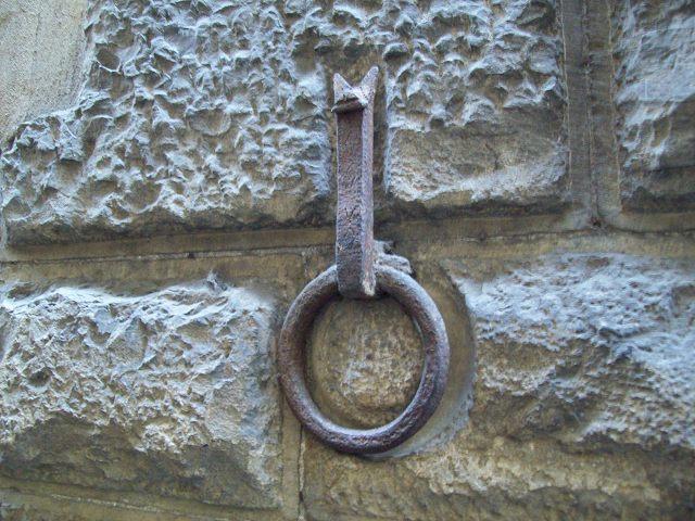 馬をつなぐ金属製のリング