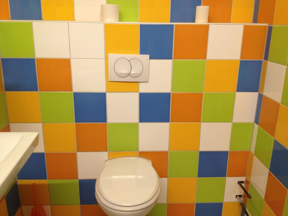 ビオスーパーのカラフルなトイレ