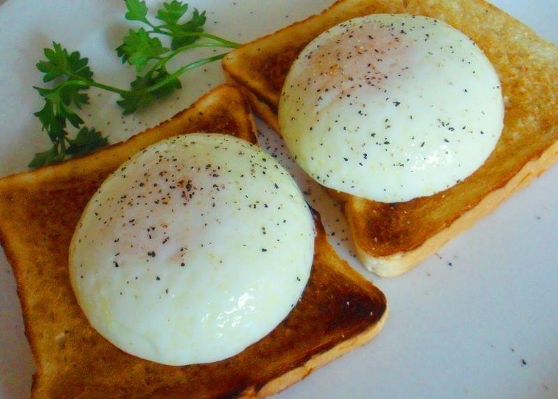 トーストの上に卵