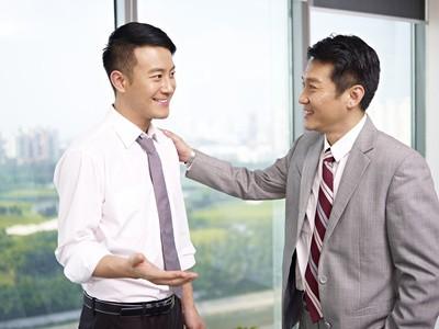 会話をする仲のいい同僚