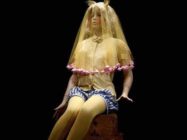 服を着た人形