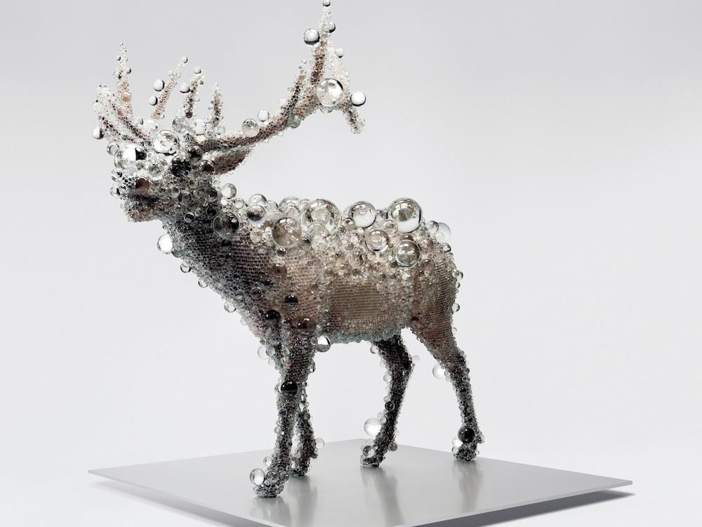 日本を代表する彫刻家である名和晃平が題材とする「Cell」の意味