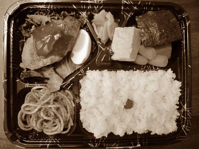 白黒コンビニ弁当
