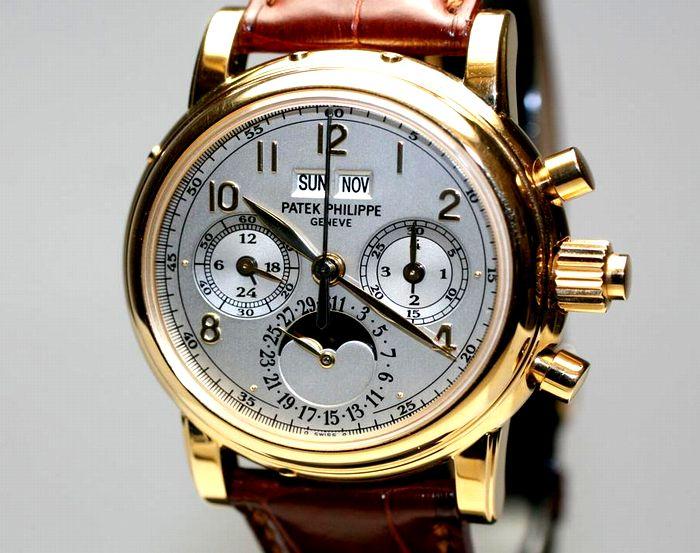 金色で囲まれる腕時計