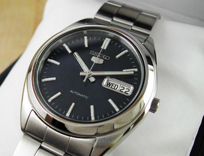 数字の書いていない腕時計