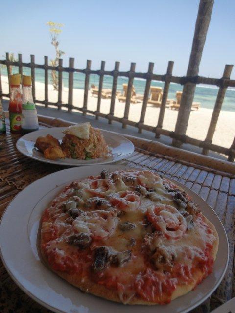 青い海を見ながらの食事