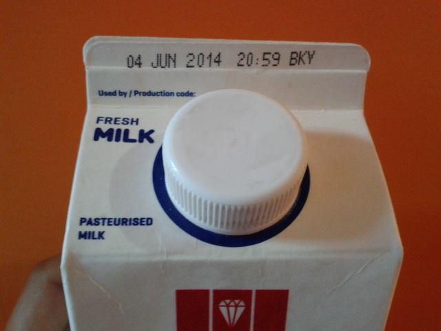 牛乳には賞味期限が書いてあります
