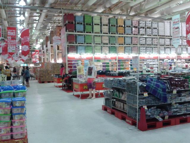 会員制の大型スーパーです