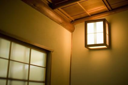和室の壁にある照明
